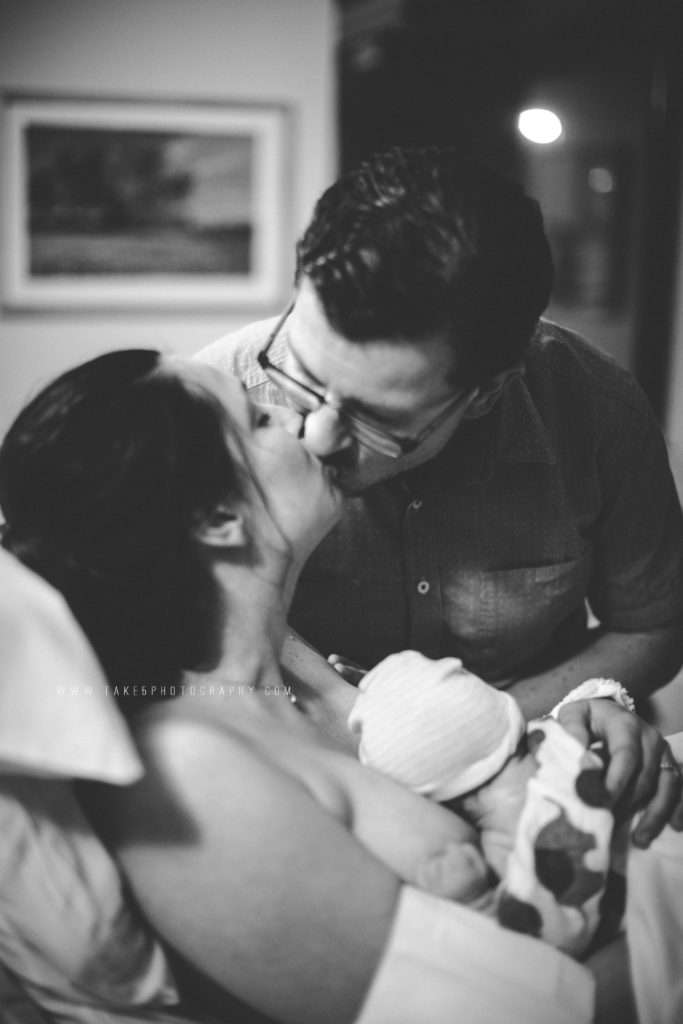 Mom and dad kiss after giving birth naturally in a Vancouver, WA hospital